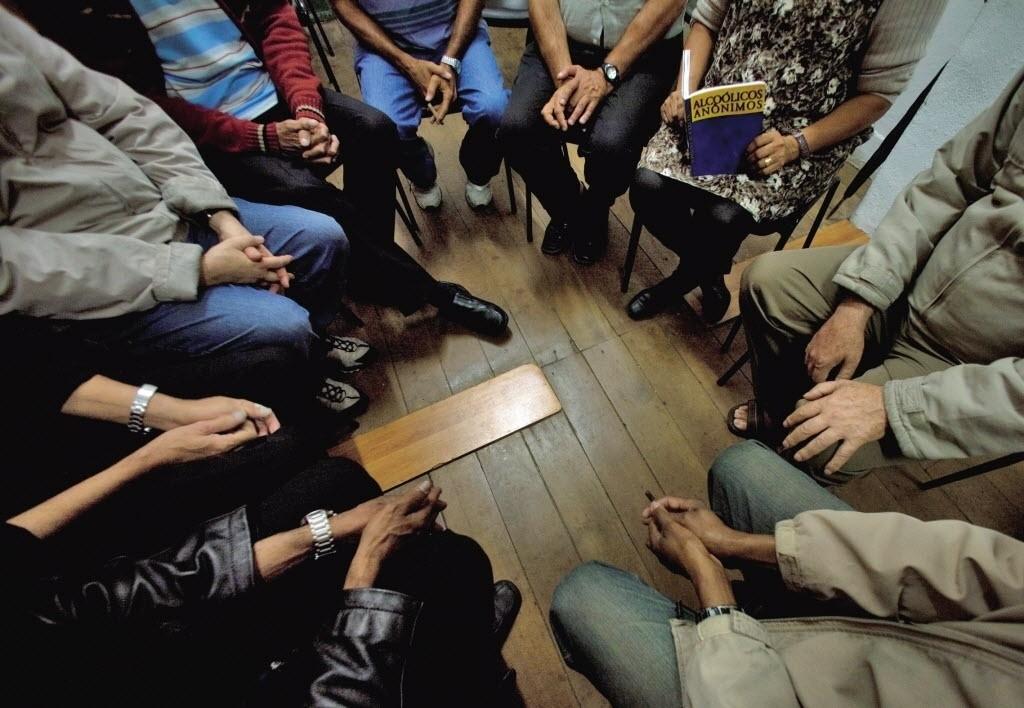 reuniao-na-sede-dos-alcoolicos-anonimos-no-bairro-do-bexiga-em-sao-paulo-sp-1359554124579_1024x708