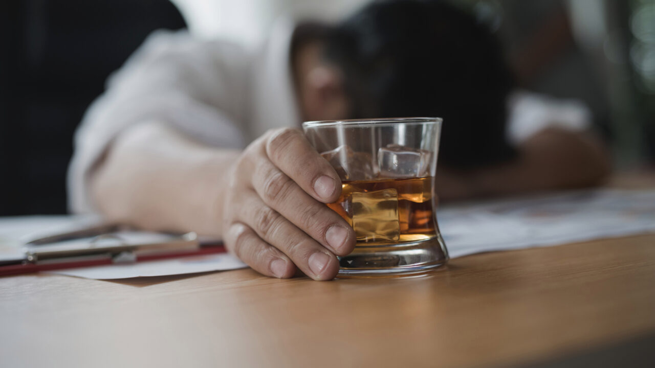 saude-alcoolismo-20180121-004